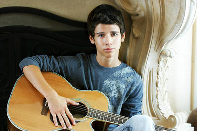 The gorgeuse Uriah Shelton